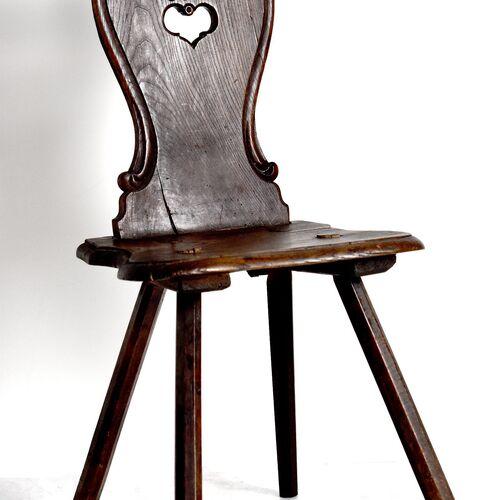 Faragott támlájú keményfa székek
