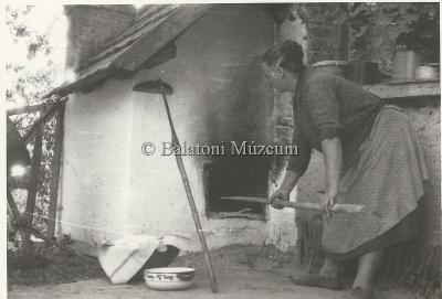 Az utolsó kenyérsütő kemence (Feslőpáhok, 1964.)